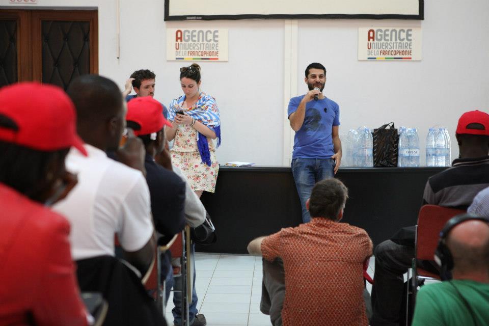 Le samedi 06 avril 2013, Ziad Maalouf donne les instructions sur la formation aux mondoblogueurs, à l'AUF. Crédit photo: Marthe Le More