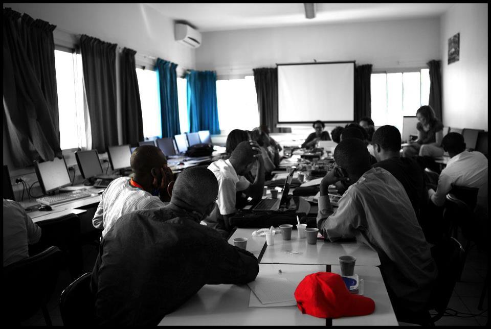 Lors de l'atélier d'écriture dirigé par l'écrivain Khadi Hane, le 19 avril 2013, au campus numérique francophone de l'AUF. Crédit photo: Marthe Le More