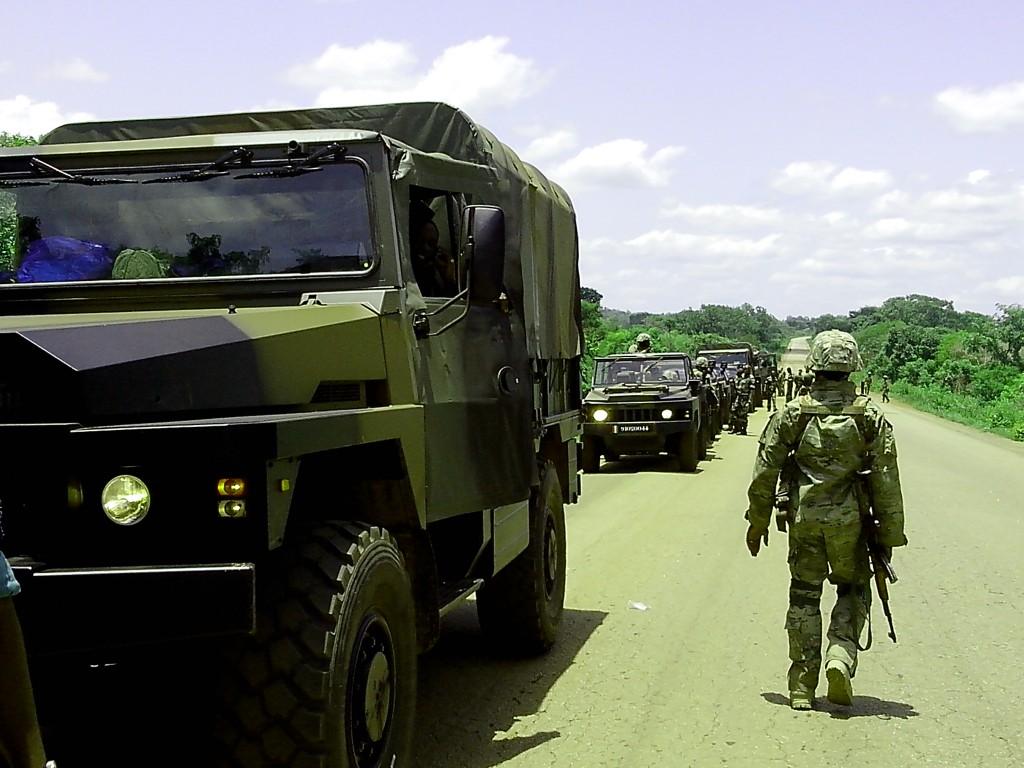 carnet de route 103 soldats ivoiriens pour la mission 39 39 mortelle 39 39 au mali les vis vis de fbi. Black Bedroom Furniture Sets. Home Design Ideas