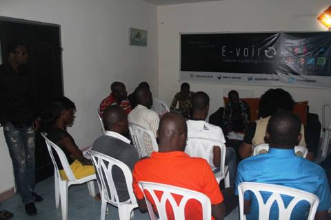 La rencontre blogueurs, journalistes, internautes et entrepreneurs web s'est déroulé dans un climat bon enfant. crédit photo: E-voir