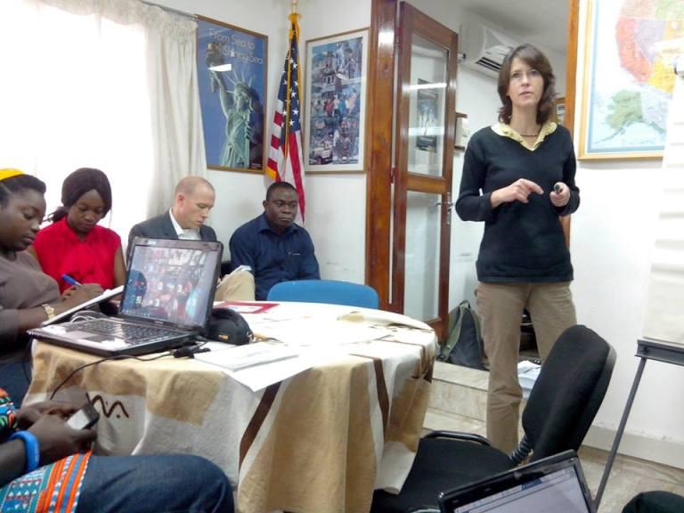 La journaliste américaine Elizabeth Brayant a dirigé l'atelier de formation des blogueurs ivoiriens en Juillet 2013. crédit photo