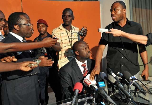 L'image montrant comment le répresentant de Gbagbo à la CEI a déchiré les résultats au dernier jour de la proclamation. crédit photo: DR