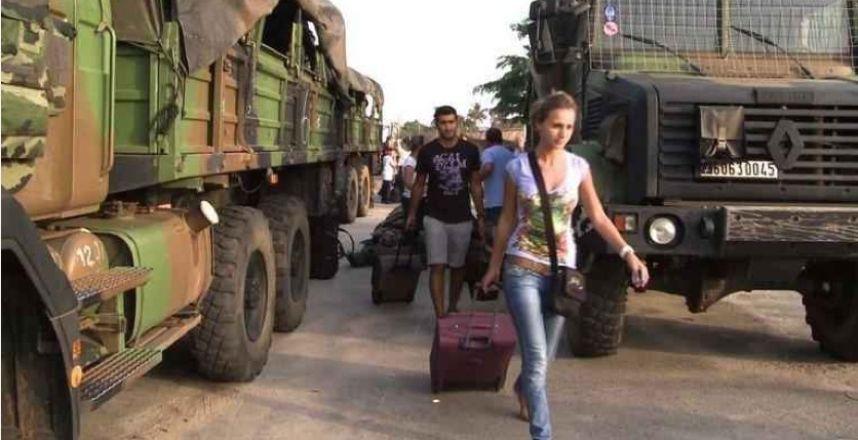 Plusieurs ressortissants français décident de quitter la Côte d'Ivoire en 2004. crédit photo: DR