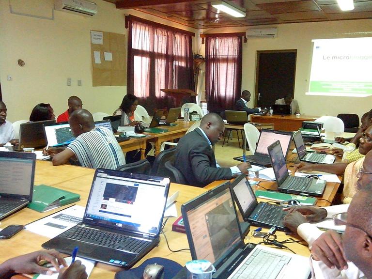 Lors de la formation web 2.0 et les nouveaux médias pour le développement, à Bouaké. Ph: FBI