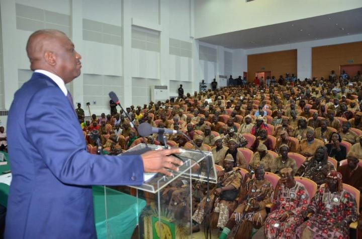 Le ministre de la Sécurité ivoirienne, Hamed Bakayoko, face aux dozos en 2012. Ph: DR
