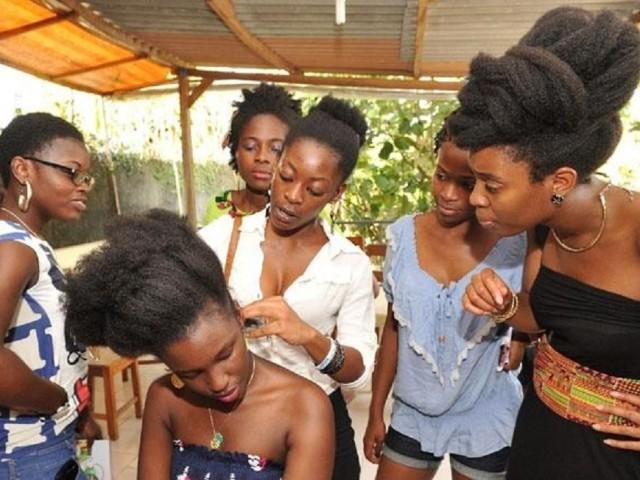 Les jeunes filles, pour plus de beauté, ne se laissent pas faire... Ph: DR