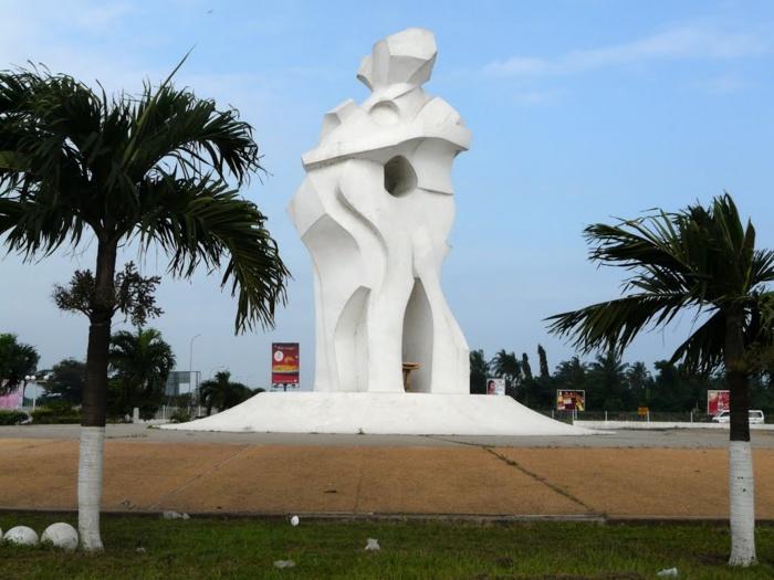 statue akwaba abidjan (port-bouët)