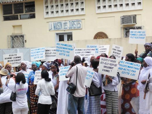 Une manifestation, non bruyante, des femmes a eu lieu devant l'Assemblée nationale de Côte d'Ivoire. Ph: Wanep-ci