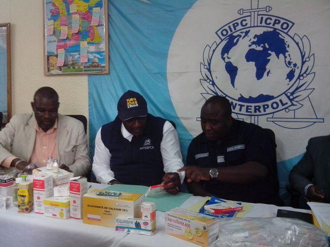 Le Commissaire Angui Eboi au centre, sur la photo. Ph: DR