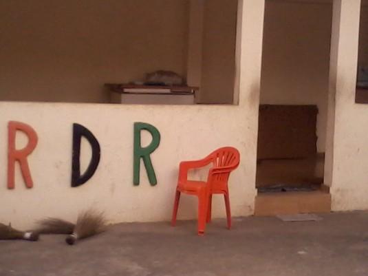 A l'image de ce siège abandonné, les militants du parti au pouvoir n'étaient nombreux dans les bureaux de vote. Ph:Dr
