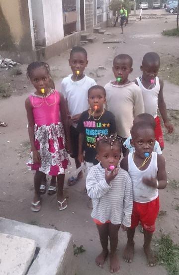 Dans certains quartiers, des enfants ont été armé de sifflet pour sonner l'alerte en cas d'attaque. Ph Ouattara Madi Adja