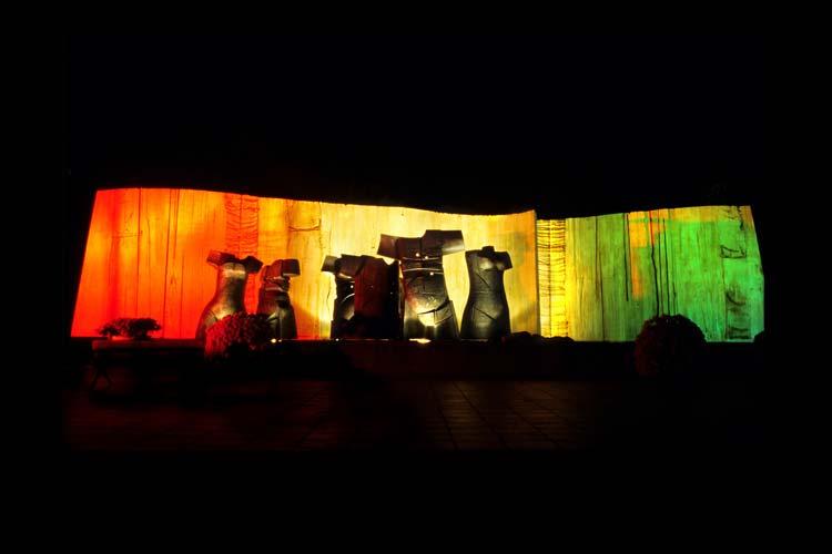 Le monument des Martyrs, Abidjan, 2004 © fx-photo.com