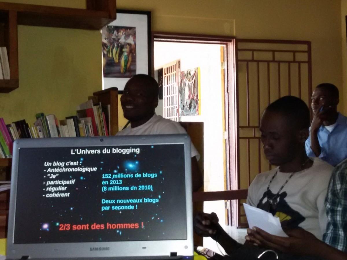 Une diapositive de la présentation visuelle d'Eric Bernard  (Mésodev), au cours de l'atelier d'initiation au blogging en Haïti © FBI