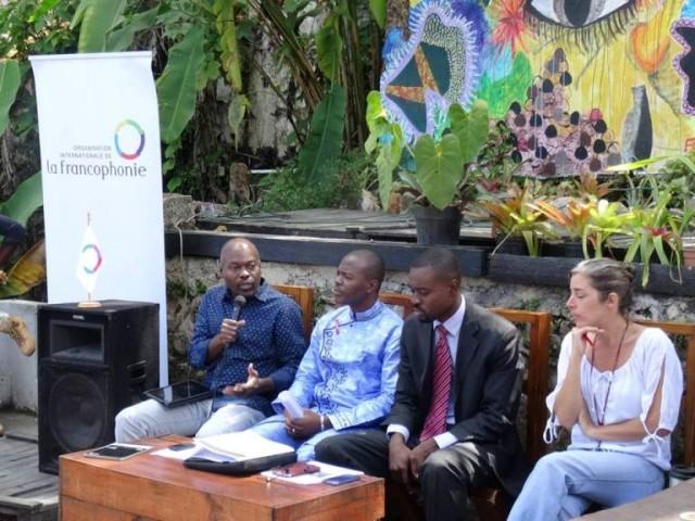 Gotson Pierre, fondateur de l'agence de presse haïtienne en ligne, AlterPresse, au micro © OIF-BRPC