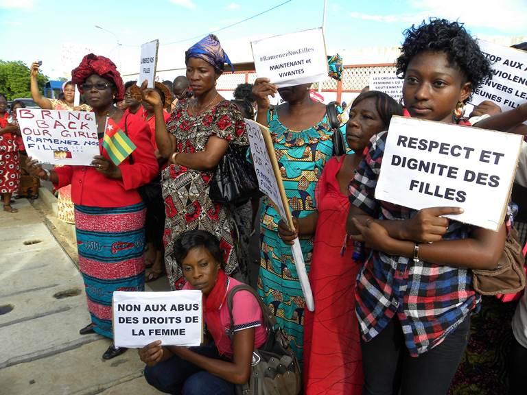 Les femmes togolaises, toutes en rouge, s'associent à la douleur de leurs sœurs nigérianes. Ph DR
